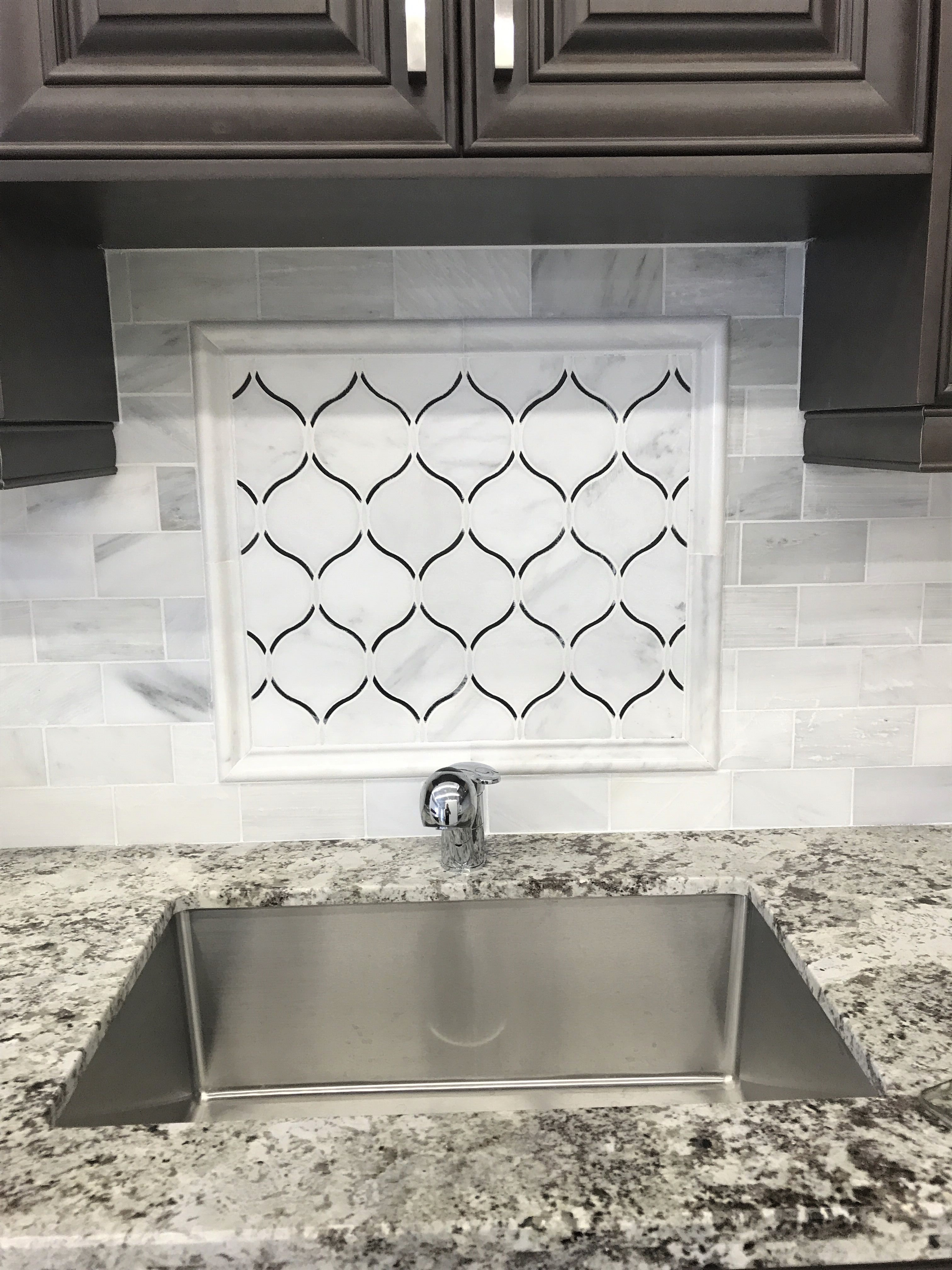 White Marble With Glass Artictic Waterjet Mosaic Tile